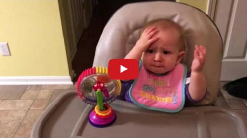 """""""Miiiii… i Broccoli!"""" La reazione della piccola è virale – Guarda il VIDEO"""