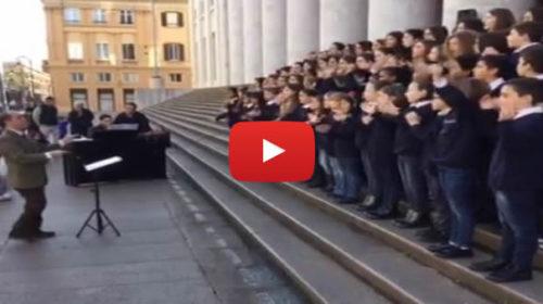 Palermo – Coro delle voci bianche del Teatro Massimo in concerto in via Roma  IL VIDEO