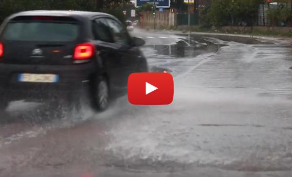 Nubifragio a Palermo, strade allagate: soccorsi alcuni automobilisti |IL VIDEO