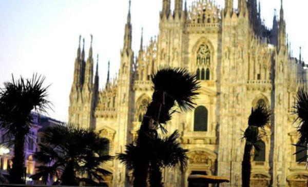 """Palme in piazza Duomo a Milano, Sgarbi: """"Vanno bene da Palermo in giù, e cioè in Africa"""""""