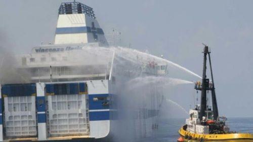 Traghetto in fiamme al Porto di Palermo: ci sono 188 persone a bordo