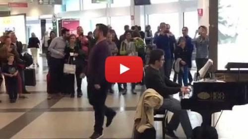 Aeroporto Palermo: Ecco l'improvvisa esibizione che incanta tutti |VIDEO