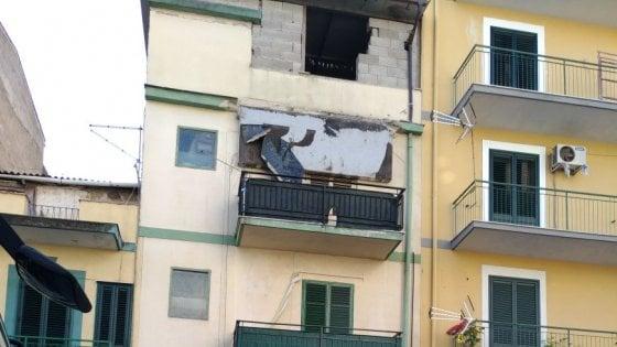 Palermo: crolla un balcone, paura in via Roccazzo |FOTO