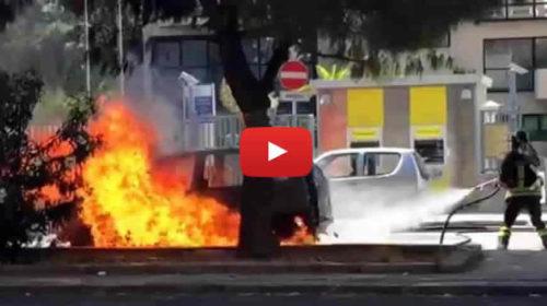 Palermo, auto GPL prende fuoco: paura in Via Alcide De Gasperi  IL VIDEO