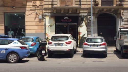 Tragedia a Palermo, stava facendo dei lavori in casa del figlio: cade dalla scala e muore