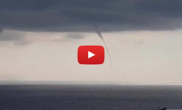 Palermo, due trombe marine riprese a Ustica |Spettacolare VIDEO