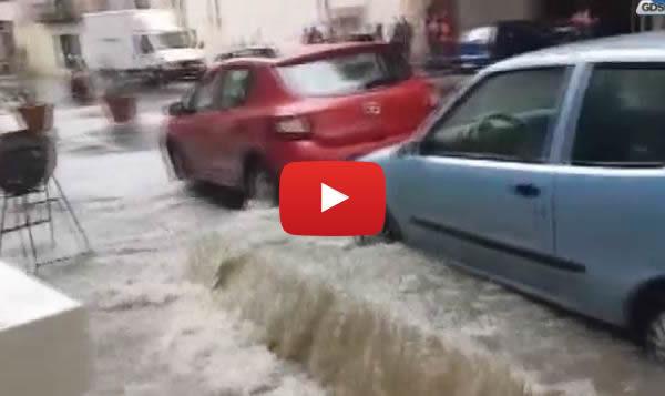 Venti minuti di pioggia, caos a Palermo: strade come fiumi e auto bloccate |VIDEO