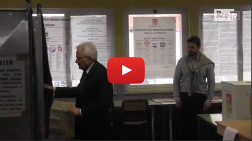 Regionali Sicilia, il Presidente della Repubblica Mattarella vota a Palermo |IL VIDEO