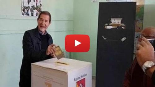 """Elezioni Sicilia, Musumeci arriva al seggio: """"Che Dio ci aiuti""""  IL VIDEO"""
