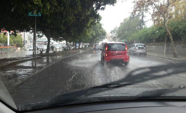 Tuoni e fulmini su Palermo: Temporale in città, traffico in tilt