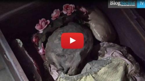 Bambina mummificata in un deposito dei Rotoli, il mistero a Palermo |IL VIDEO