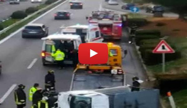 Incidente sulla Palermo-Catania, scontro fra due mezzi: autocarro si ribalta 🎥 VIDEO