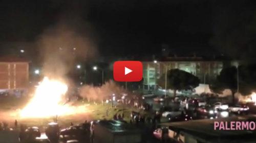 La vampa di San Giuseppe infiamma Falsomiele, due poliziotti feriti 🎥 VIDEO