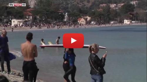 Sky TG24 – Palermo, anticipo d'estate: folla in spiaggia a Mondello 🎥 VIDEO
