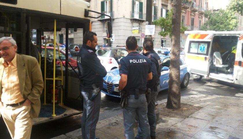Palermo, controllore chiede il biglietto e riceve calci e pugni: caos sulla linea 101