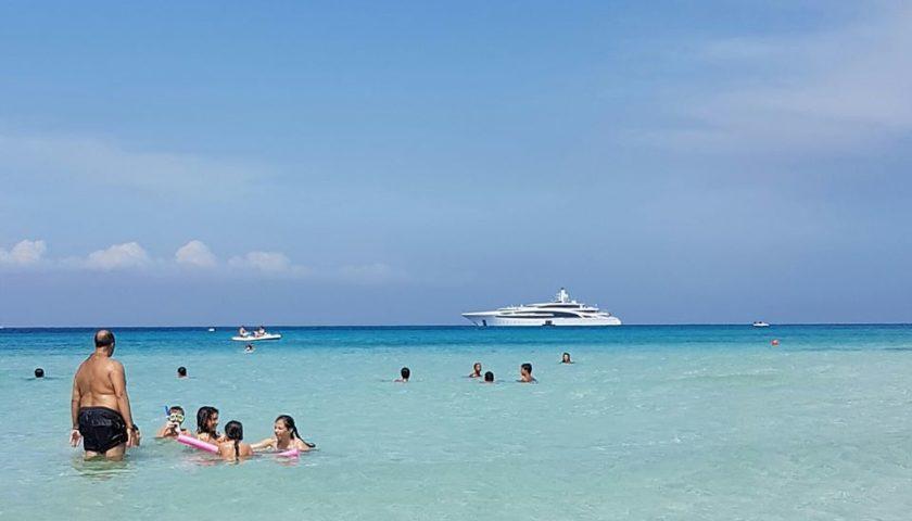 Montezemolo con lo yacht a Mondello e poi passeggiata in spiaggia |FOTO