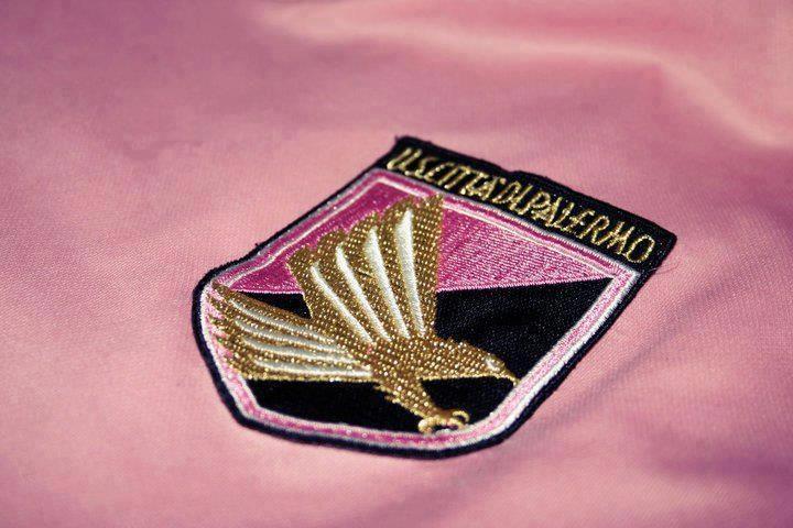 Lo stemma del Palermo tra i 10 più belli al mondo. Parola di Daily Mail