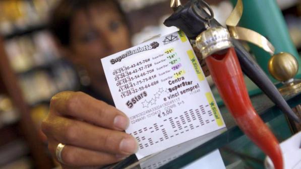 Terremoto, scattano le petizioni: destinare il jackpot del Superenalotto alla ricostruzione