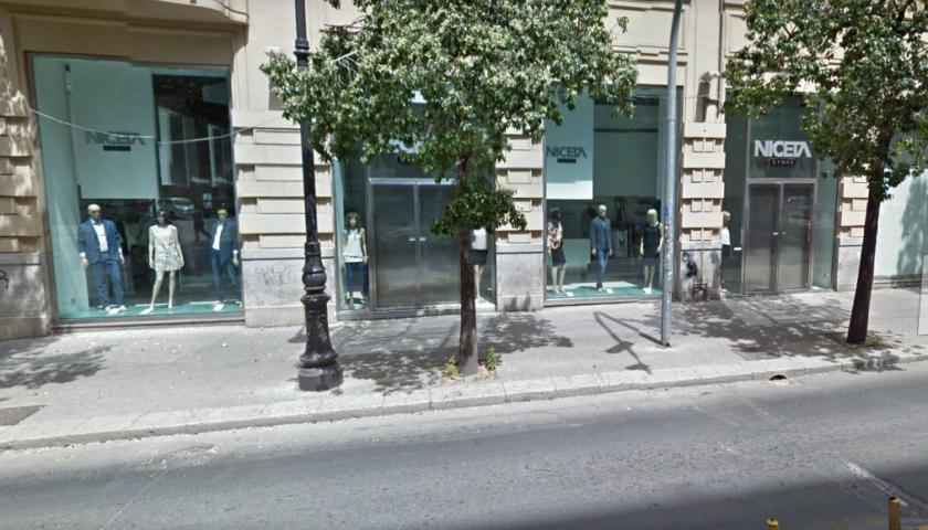 Palermo, non si accorge della chiusura: Turista rimane intrappolata dentro un negozio di Via Roma