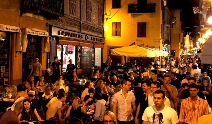 Palermo, allarme meningite nei pub della movida! Vaccino gratuito per i giovani…