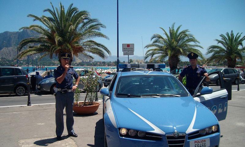 Palermo, task force contro i posteggiatori: agenti mimetizzati tra i bagnanti a Mondello e all'Addaura