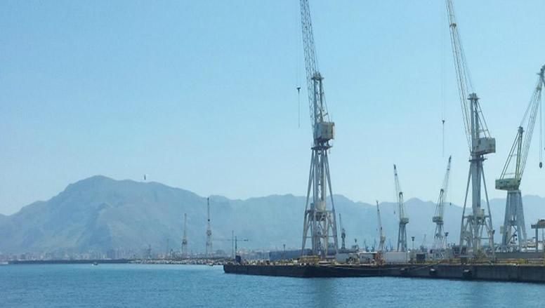 Palermo, Crolla una gru da 60 tonnellate: Incidente al cantiere navale