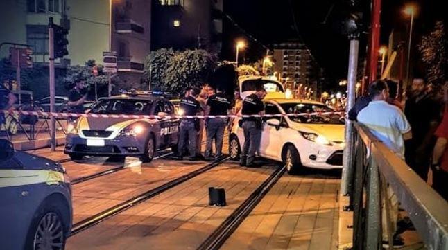 Inseguimento in via Notarbartolo, auto finisce tra le corsie del tram
