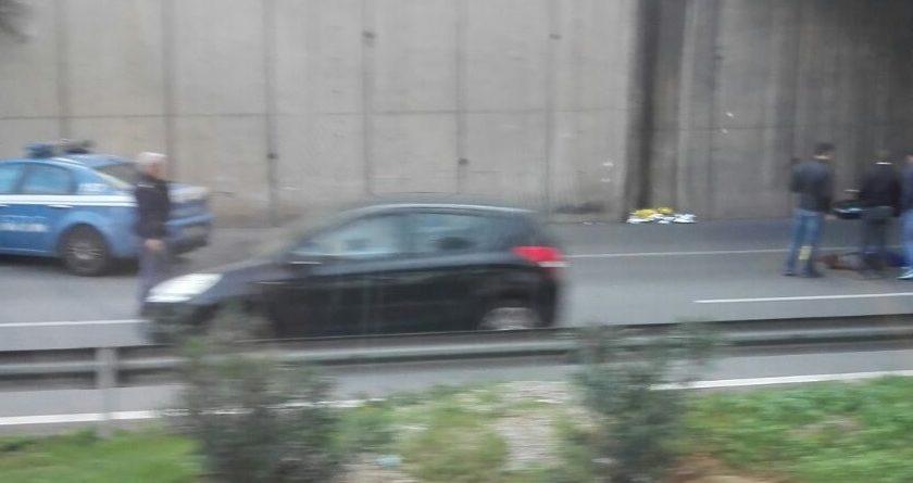 Palermo, giovane di 30 anni si toglie la vita lanciandosi dal ponte in Corso Calatafimi (FOTO)
