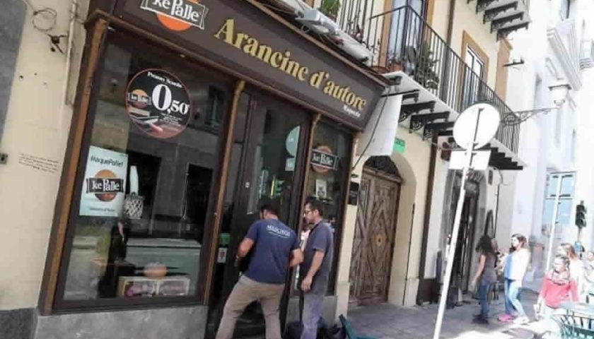 """Palermo – Colla nei lucchetti di """"Ke Palle"""", i titolari: """"Andiamo avanti"""""""