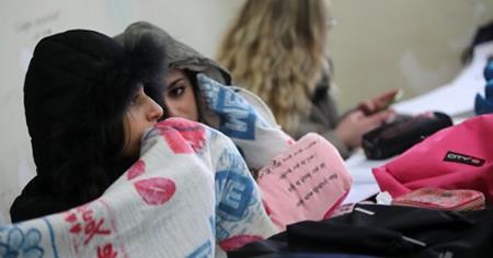Palermo, caldaie guaste o assenti: nelle scuole della città studenti in classe con le coperte