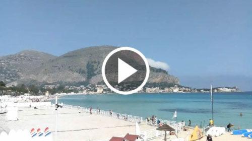 Palermo IN DIRETTA, a Mondello si prende il sole e si fanno i bagni ☀ GUARDA 😍