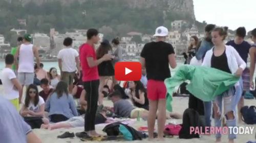 Ponte del primo maggio, le nuvole non fermano studenti e turisti: tuffi e giochi a Mondello 🎥 VIDEO