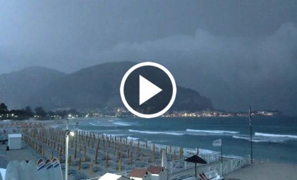 Temporale su Palermo: guarda le immagini IN DIRETTA da Mondello 🎥