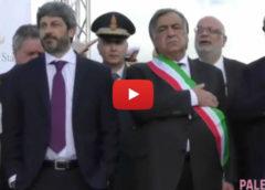 Suona l'inno di Mameli, il presidente della Camera Fico resta con le mani in tasca 🎥 VIDEO