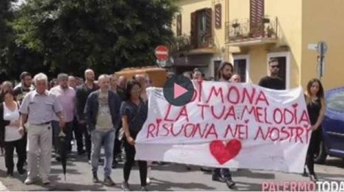 """San Lorenzo si ferma per l'ultimo saluto a Simona: """"La nostra piccola sirenetta"""" 🎥 VIDEO"""