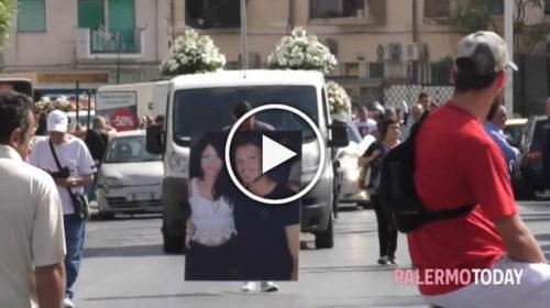 """Incidente Monte Pellegrino, applausi e petali di rose per l'addio a Piero: """"Un fratello è per sempre"""" 🎥 IL VIDEO"""