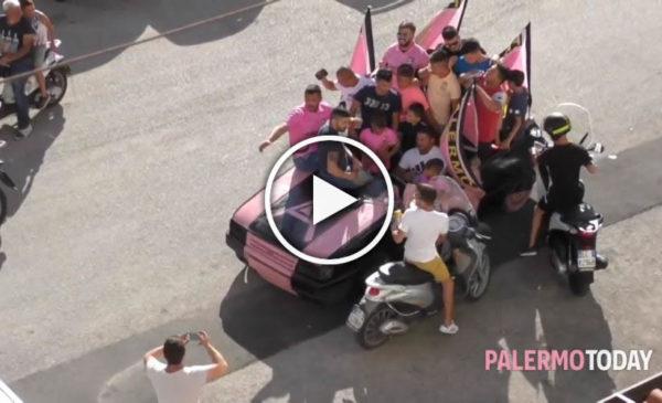 """Auto rosanero sfreccia a Falsomiele e incita la squadra: """"Palermo, vinci per noi"""" 🎥 VIDEO"""