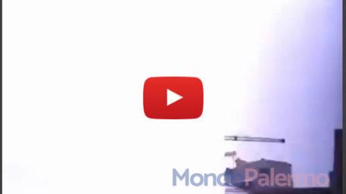 Palermo, riprende la tempesta e un pericoloso fulmine cielo-terra cade a pochi metri 🎥 IL VIDEO 😱