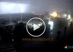 Forte temporale arriva dal mare: piogge torrenziali e black-out ⚡ Guarda Mondello IN DIRETTA 🎥