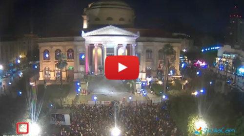 Palermo, in migliaia al Pride: Ecco il Teatro Massimo IN DIRETTA con i colori dell'arcobaleno 🎥