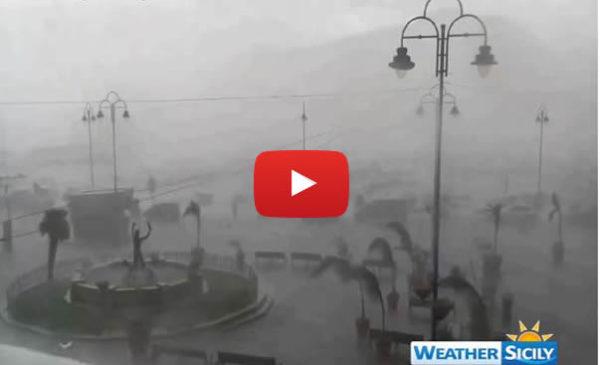 VIDEO: Ecco lo spaventoso downburst che ha colpito la zona nord di Palermo 🎥😱
