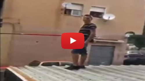 Maltempo, tornano gli allagamenti: allo Zen si pesca dai tetti, a Partanna si esce in costume – VIDEO