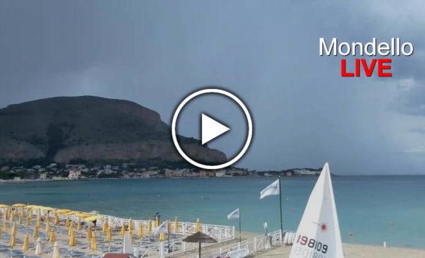 Palermo, cella temporalesca pelo-costa in formazione: Guarda le immagini IN DIRETTA da Mondello 🎥