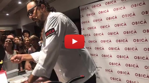 """Bagno di folla per Alessandro Borghese a Palermo, ecco le immagini del suo """"live cooking"""" 🎥 VIDEO"""