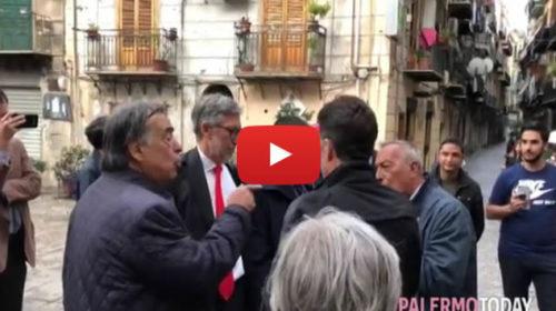 Palermo, faccia a faccia tra il Sindaco Orlando e un posteggiatore 🎥 VIDEO