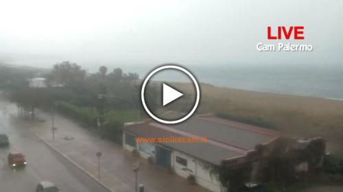 Paurosa tempesta su Palermo: sembra un tifone! Ecco le immagini in diretta dalla città 🎥