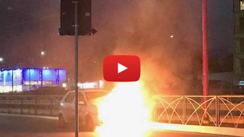 Paura in viale Regione, auto avvolta dalle fiamme: intervento dei vigili del fuoco 🎥 VIDEO