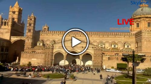 Palermo, folla ai funerali delle vittime di Casteldaccia: le immagini IN DIRETTA dal piazzale della Cattedrale