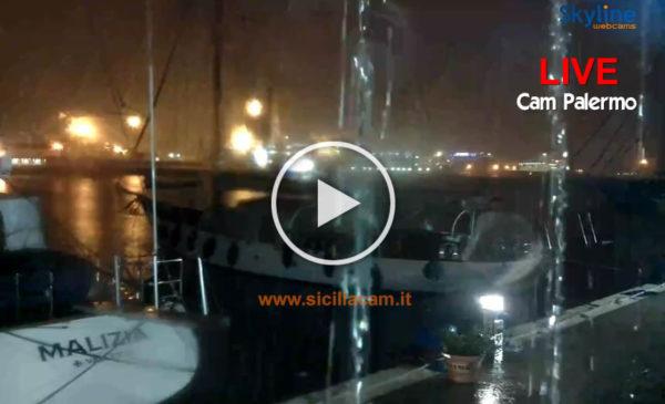 Violento temporale e piogge torrenziali a Palermo: Ecco le immagini IN DIRETTA dalla webcam del Porto 🎥