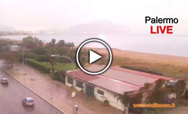 Fortissimo temporale con pioggia, fulmini e saette su Palermo ☔⚡ Ecco le immagini IN DIRETTA dalla webcam 🎥
